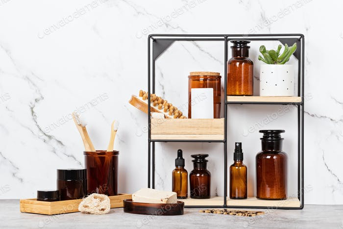 Bambus- und Glaszubehör für Bad - Gläser, Seifenstücke, Pinsel für die Körperpflege. Zero Abfall