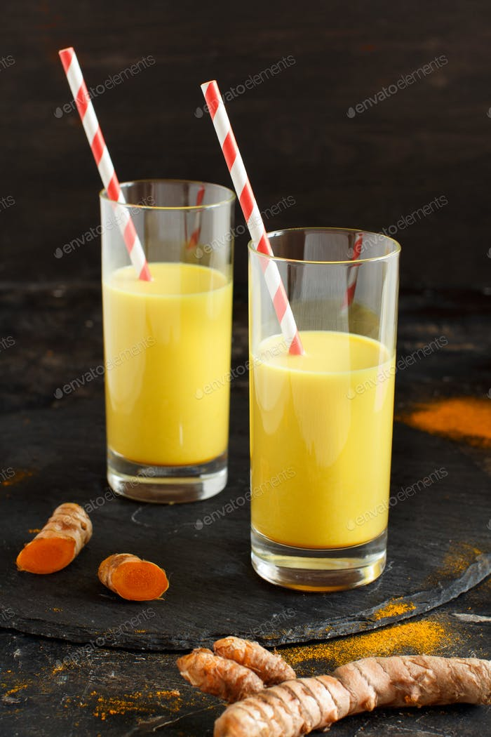 Golden milk with turmeric powder