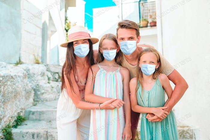 Familie der Eltern und Kinder Urlaub in Europa Urlaub