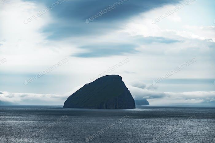 Drammatische Ansicht der Koltur Insel im Atlantik