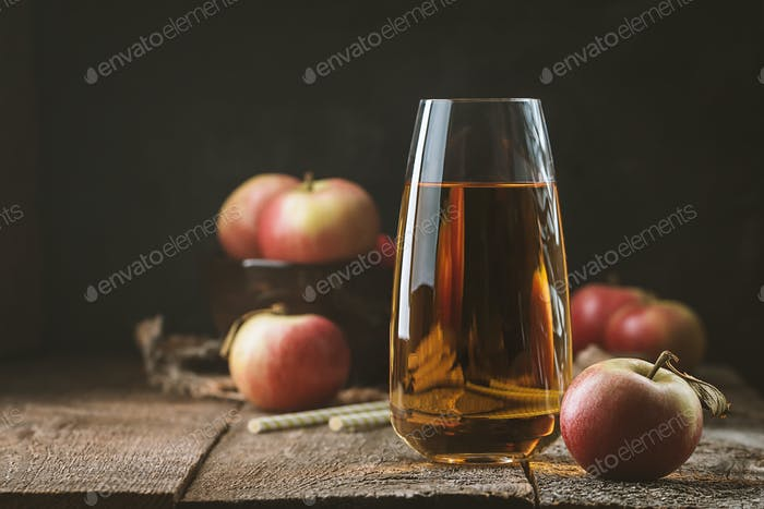 Glas frischen Apfelsaft