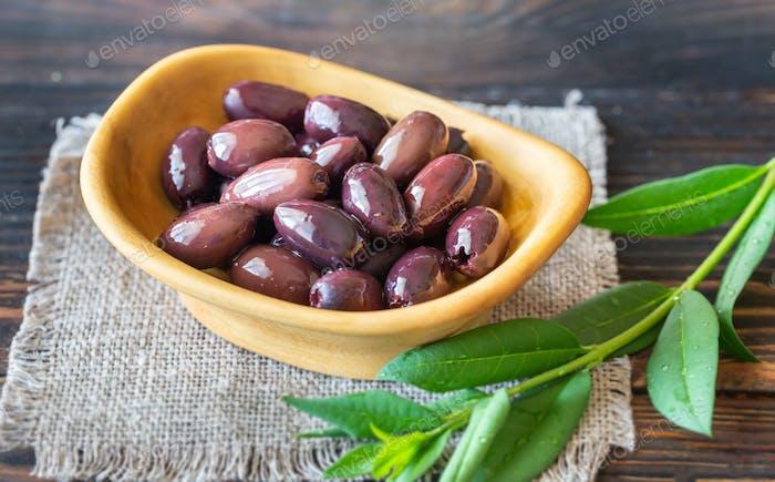 Schüssel mit Kalamata-Oliven