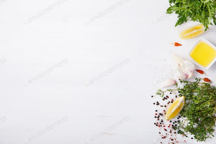 Frische Zutaten und Gewürz.Vegetarisch oder Diät, und gesund kochen Konzept.