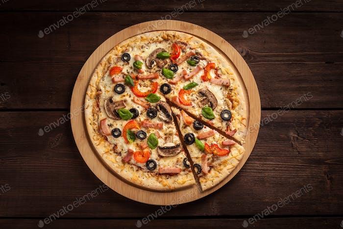 Ham pizza