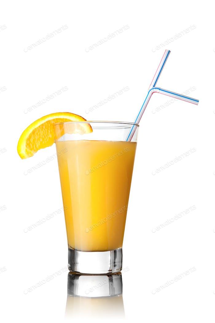 gelber Cocktail isoliert auf weiß