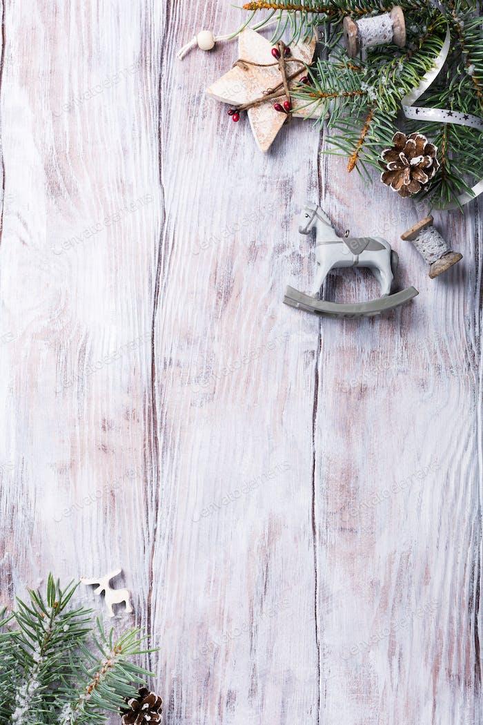 Weihnachtshintergrund mit Tanne
