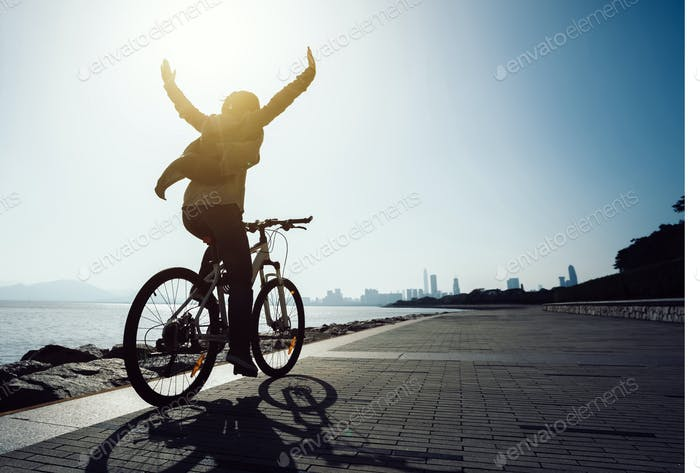 I can riding with hands outstreched