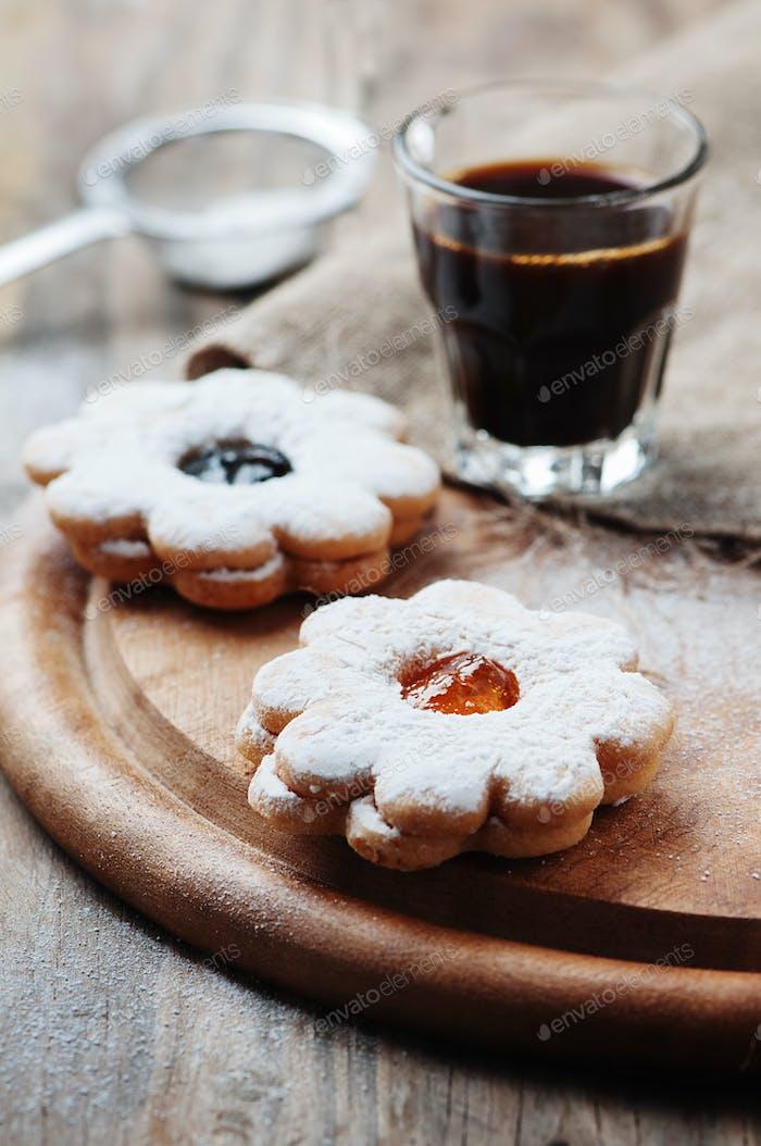 Italienischer italienischer Keks mit Marmelade