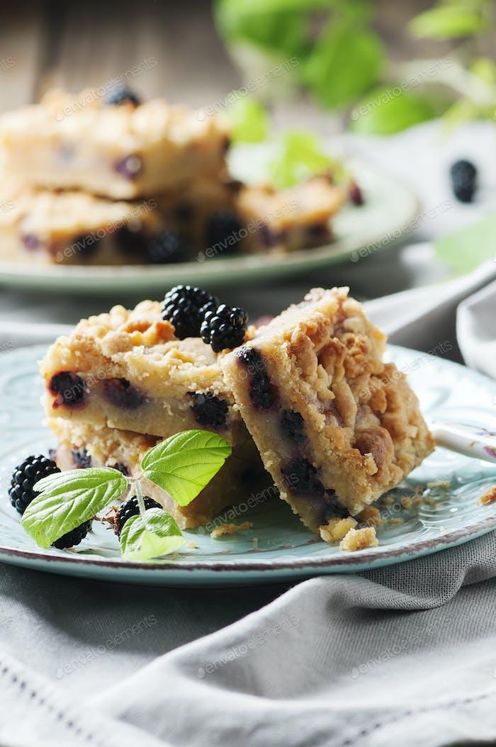 Hausgemachter Kuchen mit Brombeere