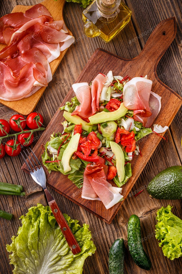 Mixed salad with prosciutto