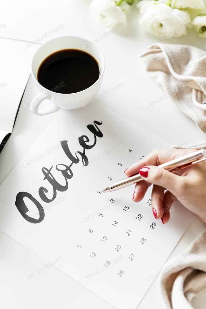 Woman using calendar minimal style