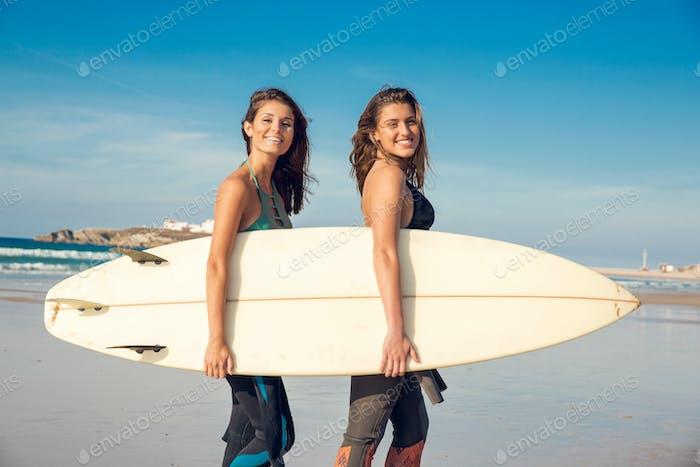Beaufiul surfer girls
