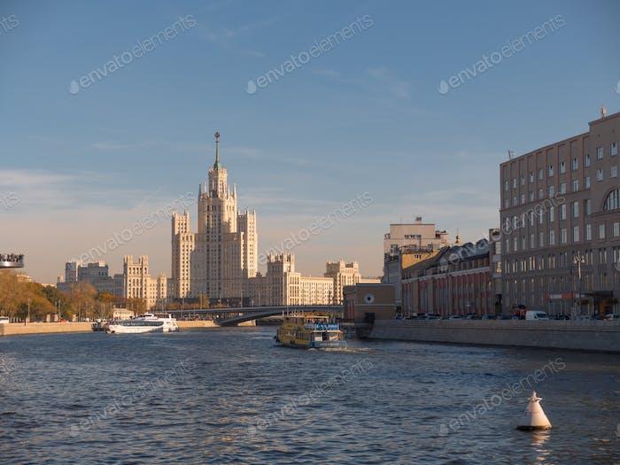 Stalin Ära Turm Gebäude Wolkenkratzer auf Kotelnicheskaya Böschung