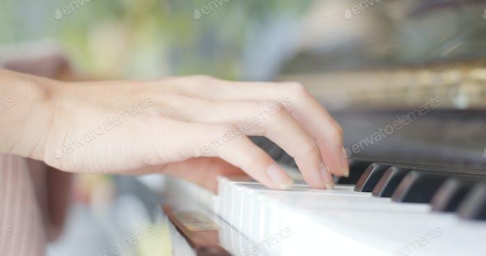 Woman play piano
