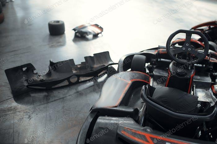 Go Kart-Autos und beschädigte Reifen, Crash, Karting