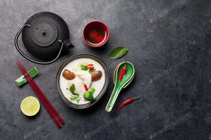 Tom Kha traditionelle thailändische Suppe
