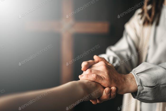 Jesus Christus gibt den Gläubigen eine helfende Hand