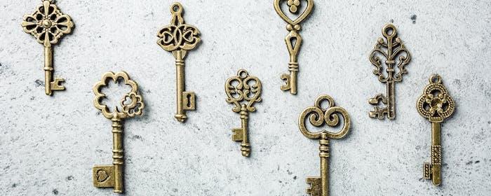 Tournage aérien de nombreuses vieilles clés différentes
