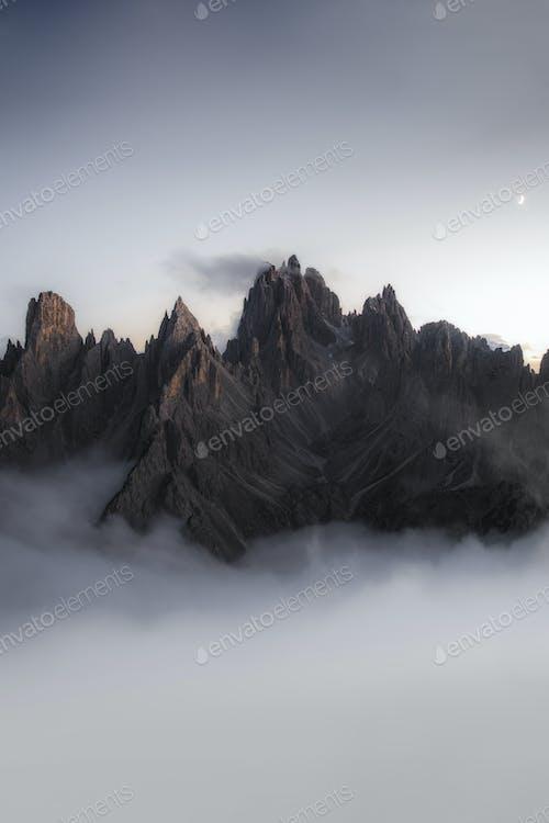 Туманный пик в Италии