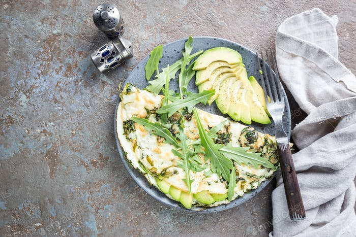Omelette with avocado and arugula