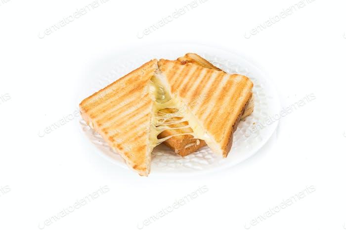 Toast Sandwich mit Käse auf weiß isoliert