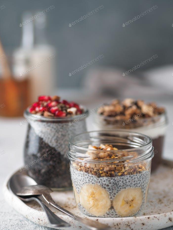 Chia Pudding Set in verschiedenen Gläsern