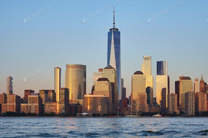 Skyline de Nueva York durante la hora dorada.