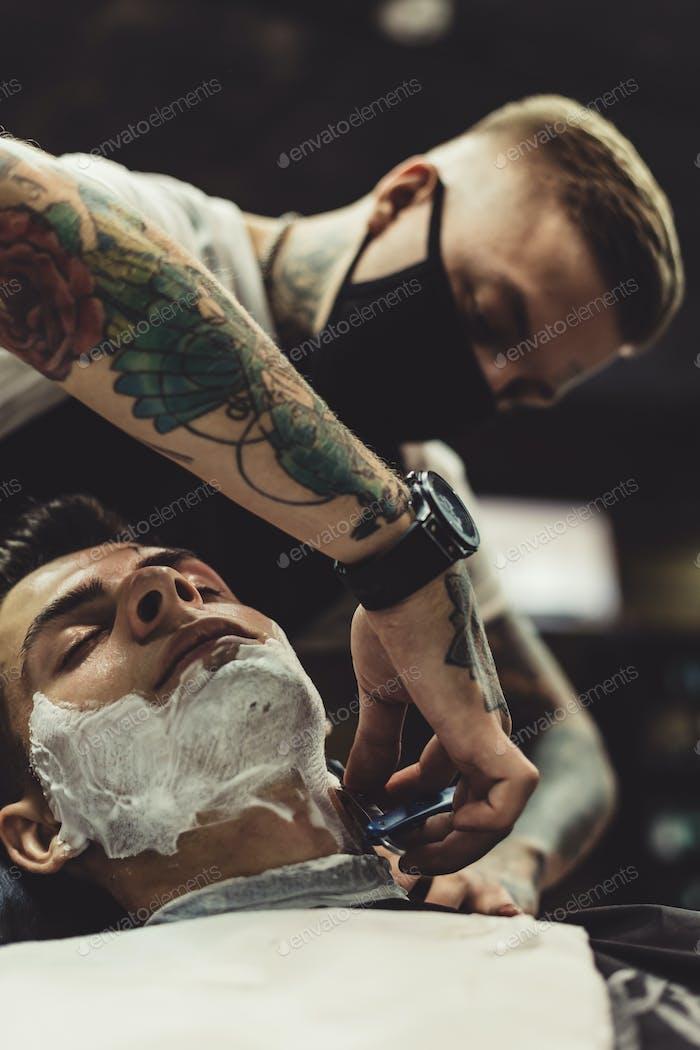 Парикмахерская бритья клиент
