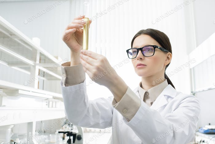 Female Scientist Holding Reagenzglas