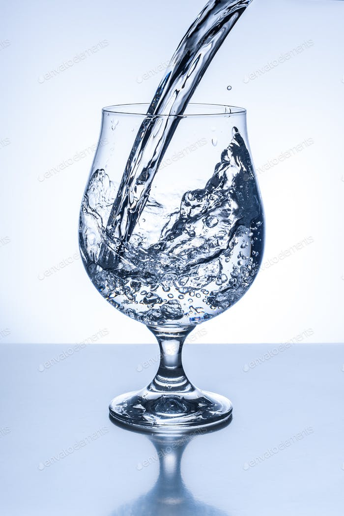 Runde Glas Wasser