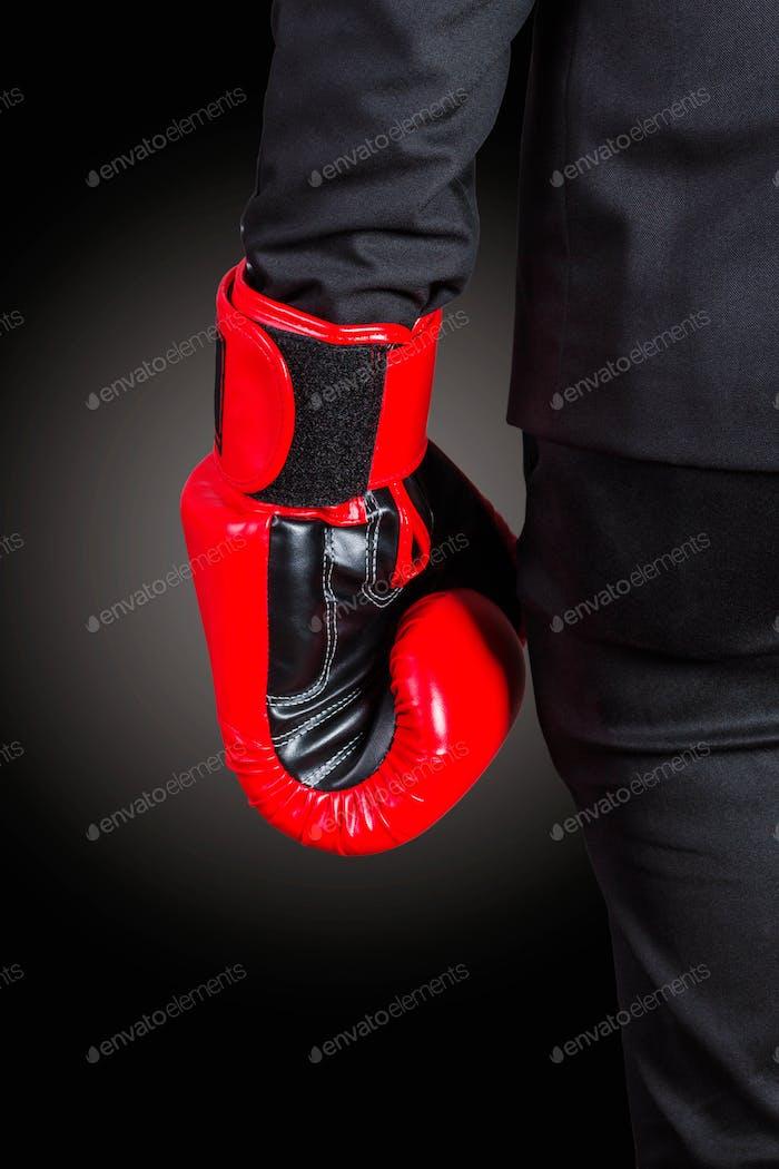 Hände von Boxhandschuhen