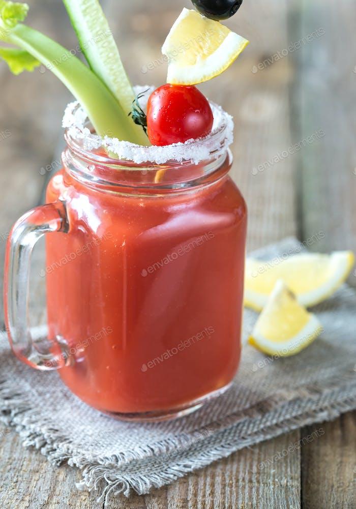 Tomatensaft im Mauerglas