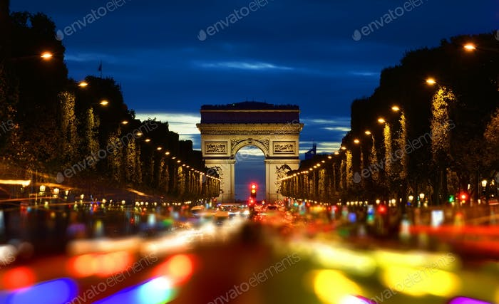 Champs Elysee am Abend