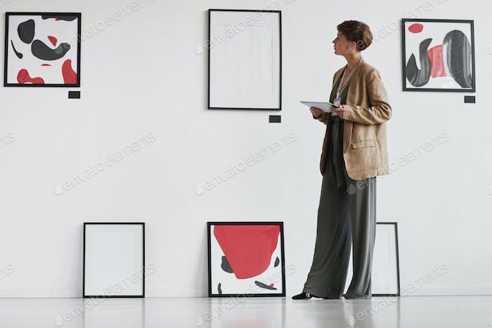 Kreative Frau Verwaltung Kunstgalerie
