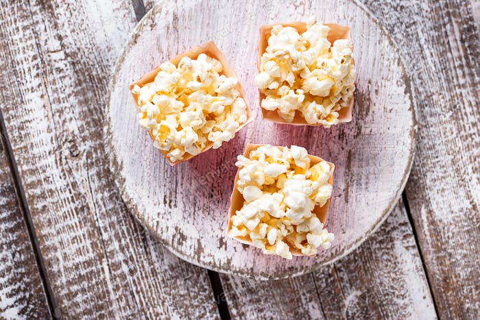 Popcorn in roter Punktverpackung