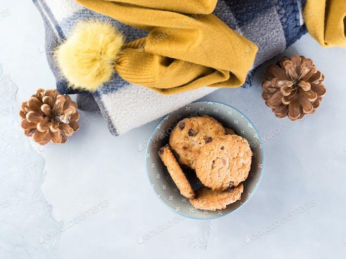 Casa relax con cuadros escoceses y galletas