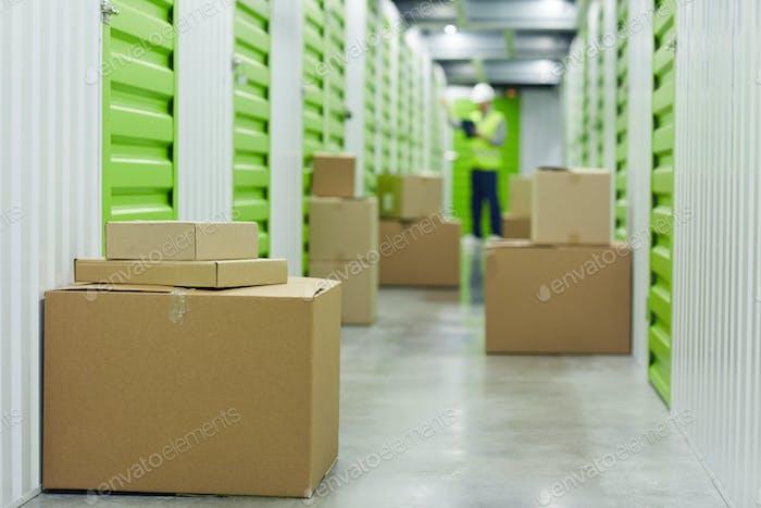 Cajas de cartón en trastero