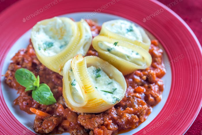 Lumaconi stuffed with ricotta with bolognese sauce
