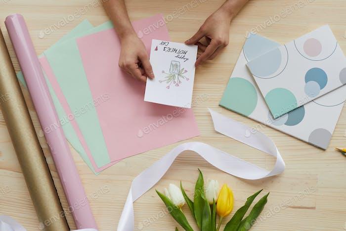 Muttertagskarten und Blumen