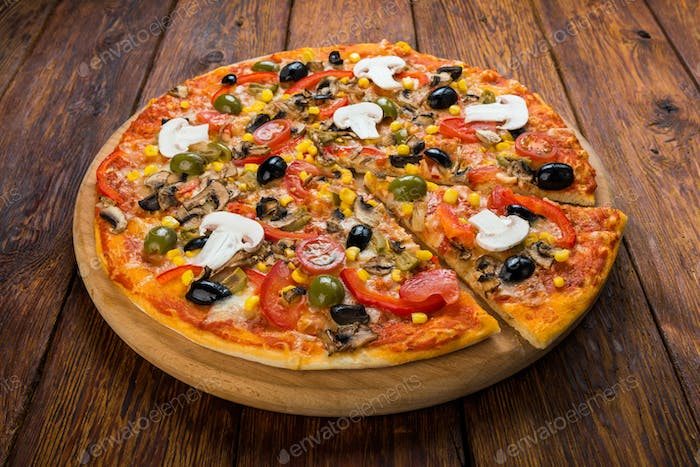 Delicious vegetarian pizza with tomato, mushrooms