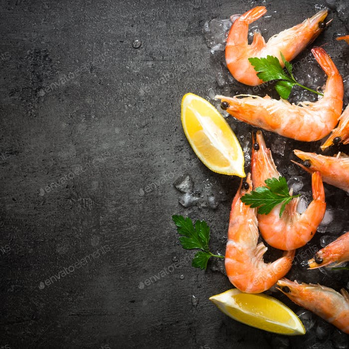 Fresh Prawns Shrimps with lemon in ice.