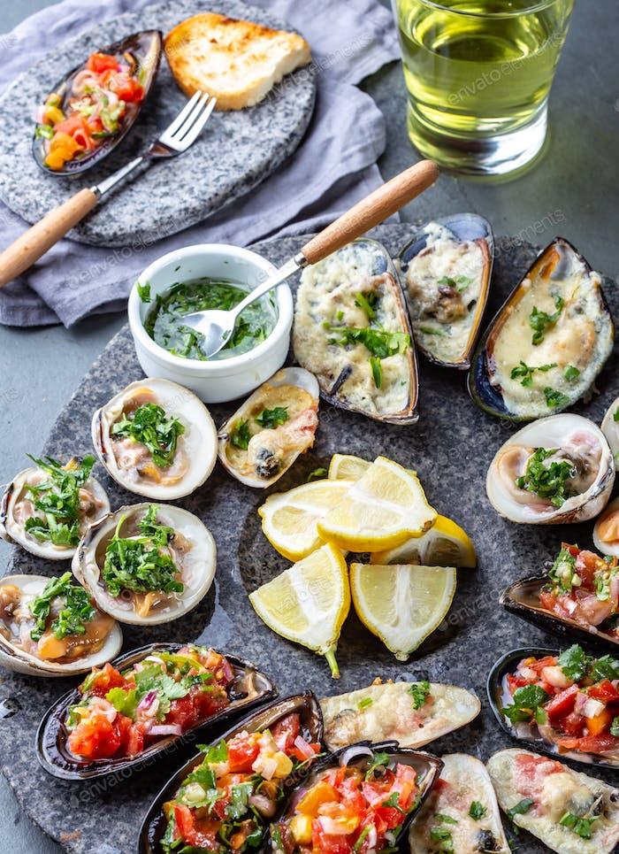 Meeresfrüchte sortierte Platte Macha und Miesmuscheln a la parmesana, Miesmuscheln a la chalaca