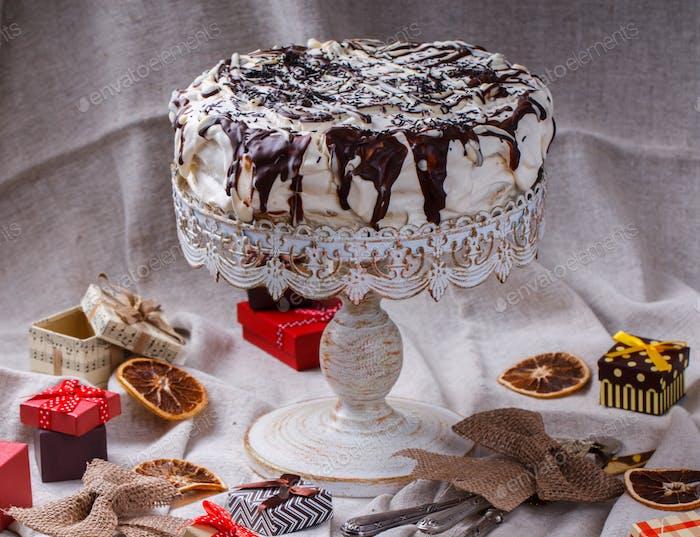 Kuchen in Schokoladenglaser.Weihnachten und Neujahrskuchen, Geschenk.