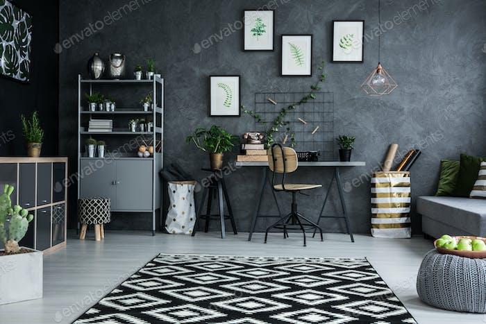 Studio flat with desk