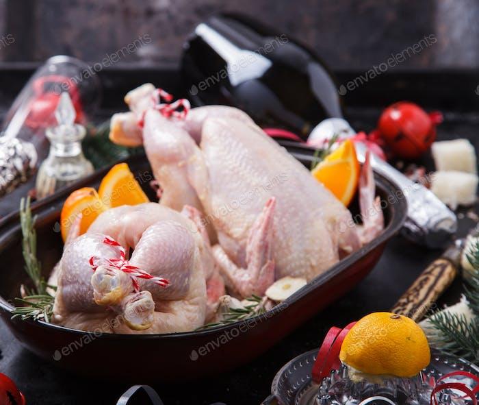Raw Huhn mit Orangen Abendessen für Weihnachten