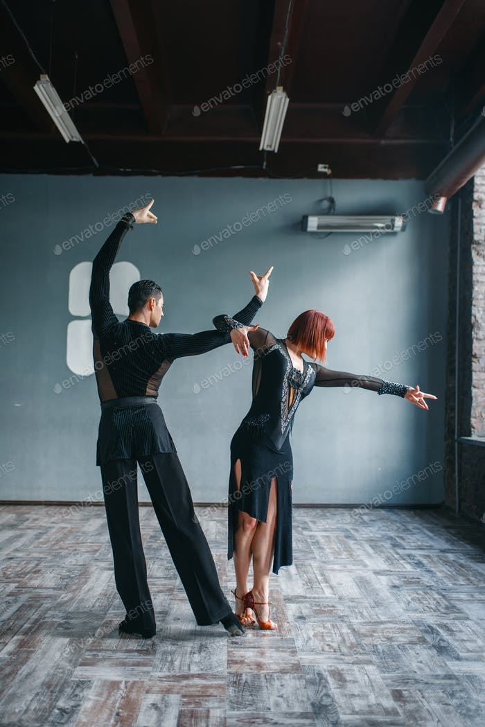 Ballrom dance training, pair dancing in studio