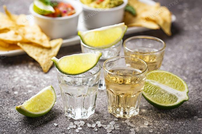 Schüsse von Silber und Gold Tequila