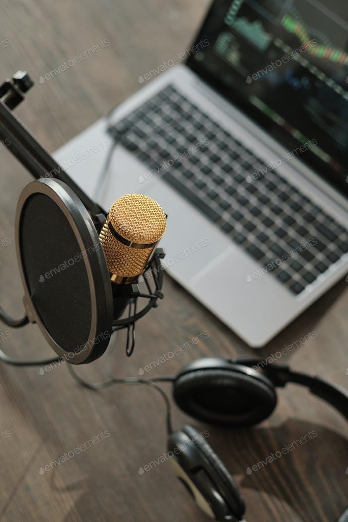 Aufnahmestudio mit Mikrofon