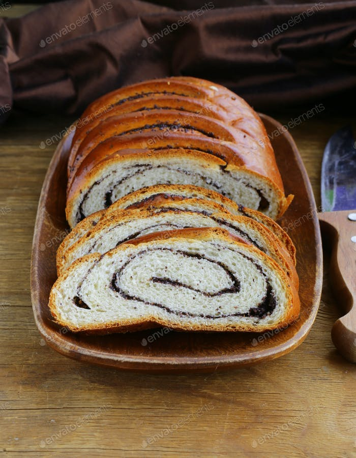 Biscuit Roll with Poppy Seeds