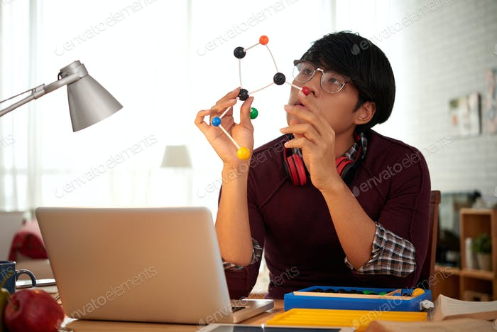 Creating molecular model